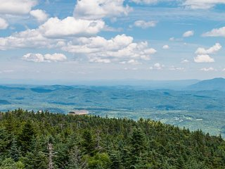 Cozy condo w/jetted tub, private sauna, shared pool! Four miles to 2 mtn resorts - Killington vacation rentals