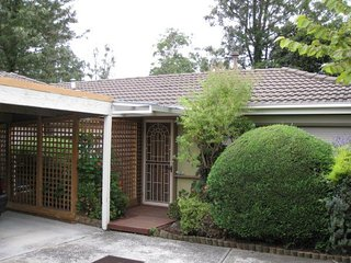 Burwood comfortable and secure 2 bedroom unit - Burwood vacation rentals