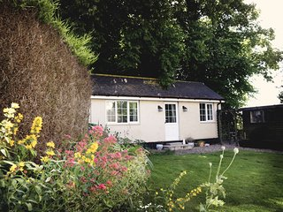 1 bedroom Cottage with Internet Access in Ormesby Saint Margaret - Ormesby Saint Margaret vacation rentals