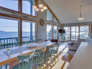 Dog-friendly bayfront home w/ stunning bay views, nearby beach access! - Netarts vacation rentals