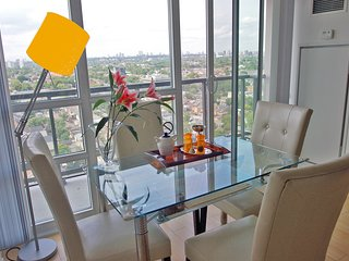 ELITE DOWNTOWN LOFT - 2 Bd/2Bath with FREE Parking - Toronto vacation rentals