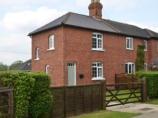 Perfect Cottage with Television and Microwave - Market Rasen vacation rentals