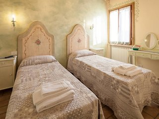 CAMERA EDERA - B&B LA CASA DELLE RONDINI - MANTOVA - Roncoferraro vacation rentals