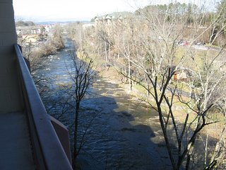 Nice Condo with Deck and DVD Player - Pigeon Forge vacation rentals