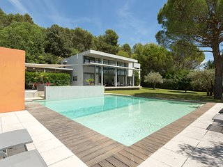 Charming 4 bedroom Villa in Lourmarin with Parking - Lourmarin vacation rentals