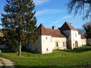 chambres d'hote au chateau des Roises - Estissac vacation rentals
