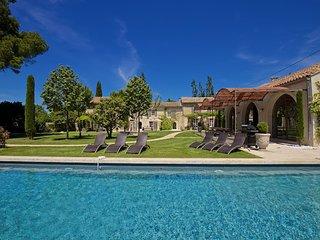 Perfect Villa with Sauna and Parking - Saint-Remy-de-Provence vacation rentals