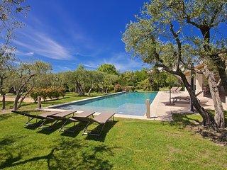 6 bedroom Villa with Parking in Saint-Remy-de-Provence - Saint-Remy-de-Provence vacation rentals