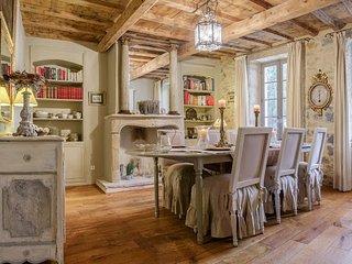 Bright 5 bedroom Saint-Remy-de-Provence Villa with Shared Outdoor Pool - Saint-Remy-de-Provence vacation rentals