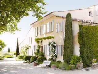 5 bedroom Villa with Shared Outdoor Pool in Avignon - Avignon vacation rentals