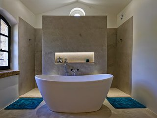 Lovely Villa with Parking and Washing Machine - Bonnieux vacation rentals