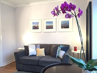 Central & Cozy Studio Flat with Private Parking - Edinburgh vacation rentals