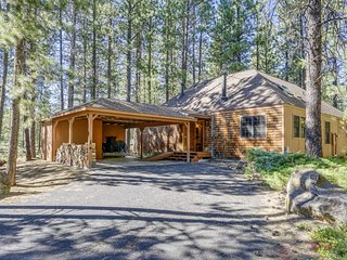 Cabin-style home w/ private hot tub & SHARC passes, central location! - Sunriver vacation rentals