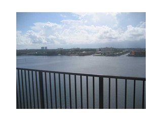 Beautiful 2 bedroom Ocean View in Sunny Isles! - Sunny Isles Beach vacation rentals