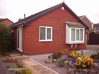 Cosy Bungalow 3 Bedrooms enclosed Garden - Deganwy vacation rentals