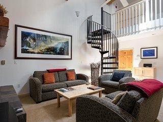 Contemporary  condo w/ balcony, views, & shared pool/hot tubs - Lake Tahoe vacation rentals