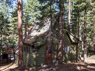 Rustic ski cabin with lake views, close to beach, skiing & conveniences! - Kings Beach vacation rentals