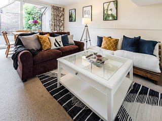 3 Bed 3 Bath 4 Storey House w/ Garden near Tube - London vacation rentals