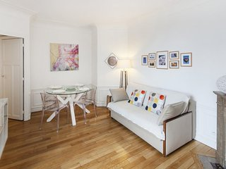 One bedroom   Paris Eiffel Tower district (974) - Paris vacation rentals