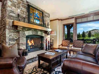 Views of Beaver Crk Mtn, YR Round Hot Tub & Heated Pool with AC in the Summer, Ski In/Out in Winter - Avon vacation rentals