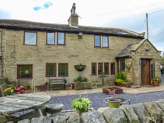 UPPER FLIGHT STACK, superb cottage, woodburner, WiFi, enclosed patio, pet-friendly, Oxenhope, Ref 939445 - Haworth vacation rentals