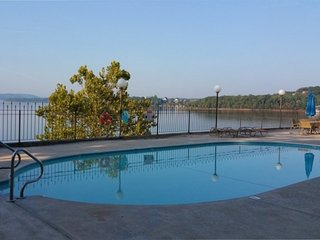 Anchor Point Lakeside 2BDR Condo - Kimberling City vacation rentals
