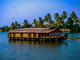 1 Bedroom Deluxe Houseboat - Alappuzha vacation rentals