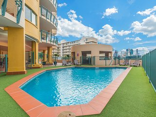 Steps From SouthBank. Pool, Park - Brisbane vacation rentals