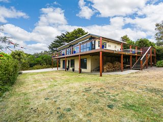 Spacious 4 bedroom Anglesea House with A/C - Anglesea vacation rentals