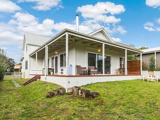 Perfect 3 bedroom House in Anglesea with A/C - Anglesea vacation rentals