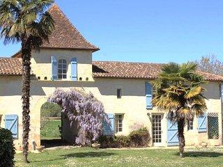 Pigeonnier Château du Rau - gîte location - Gamarde-les-Bains vacation rentals
