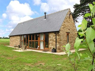 HOOK NORTON BARN, luxury barn conversion, ideal for a romantic break, WiFi and parking, Hook Norton, Ref 930685 - Hook Norton vacation rentals