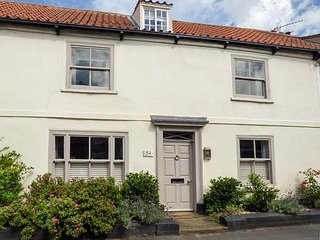 54 BRIDGE STREET, 17th century house, over three floors, open fires, in Brigg, Ref 941703 - Brigg vacation rentals
