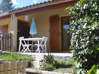 gite pour 2 adultes et 2 enfants avec piscine - Saint-Martin-de-Bromes vacation rentals