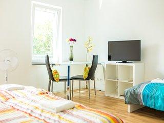 3-Personenzimmer in Degerloch nahe Stadtbahn 8 - Stuttgart vacation rentals