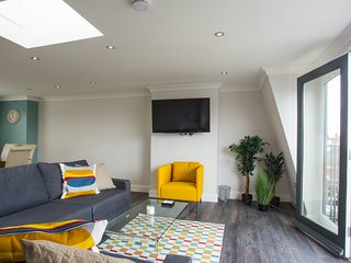 Parsons Green Penthouse Sleeps 7 - London vacation rentals
