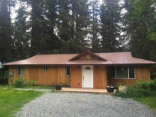 Bright 4 bedroom House in Girdwood - Girdwood vacation rentals