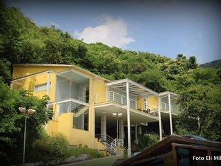 Mansão com piscina e campo de futebol no Grajau - Rio de Janeiro vacation rentals