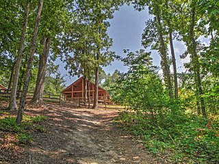 NEW! 2BR Flowery Branch Cabin w/Lake Access! - Flowery Branch vacation rentals
