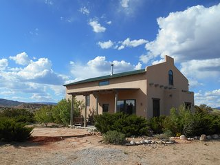 Casa Paloma - Centrally Located Abiquiu Gem - Abiquiu vacation rentals