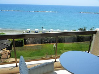 2b beachfront apt w/pool, gym, sauna - Sandy beach - Limassol vacation rentals