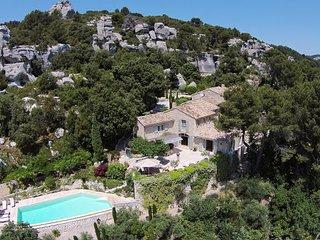 Beautiful 6 bedroom Saint-Remy-de-Provence Villa with Parking - Saint-Remy-de-Provence vacation rentals