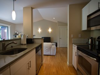 Modern Apartment w. access to Gym - Redmond vacation rentals