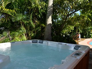 Ft Lauderdale waterfront heated oversize pool - North Lauderdale vacation rentals