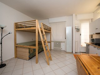 Well located: 8 minutes from Duomo! A/C Wi-Fi LCD! - Milan vacation rentals
