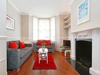 Beautiful 2-Bedroom Duplex in Chelsea - London vacation rentals