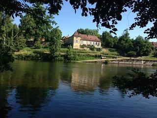 Charme et prestige parc et bassin vue sur Dordogne - Mouleydier vacation rentals