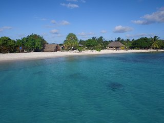 Nice Bungalow with Water Views and Housekeeping Included - Fakarava vacation rentals
