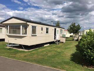 Lovely Caravan/mobile home with Television and Microwave - Hemsby vacation rentals