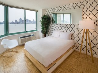 Stunning Two -Bedroom w/Manhattan Views - New York City vacation rentals